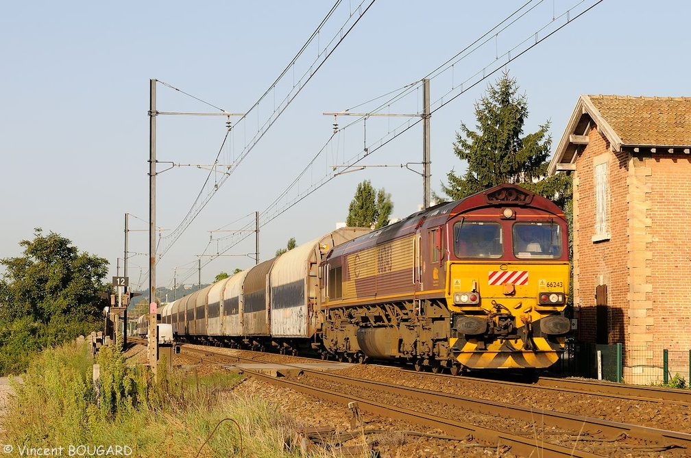 Class 66243 at Beynost.