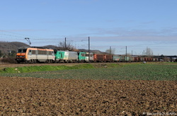 BB26200 with BB27019 and BB26192 at Beynost.